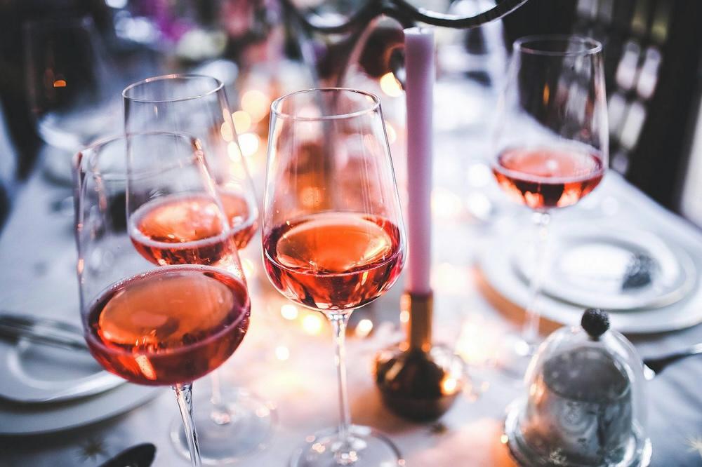 Rosé Wein (Karolina Grabowska, pixabay)