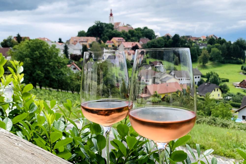 Wein Österreich (Bild: Alexandra Gorsche, Pixabay)